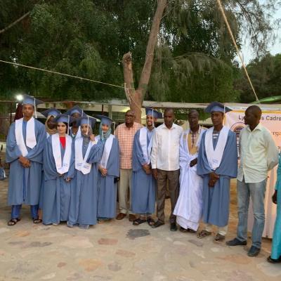 Diplômés en compagnie de professeurs